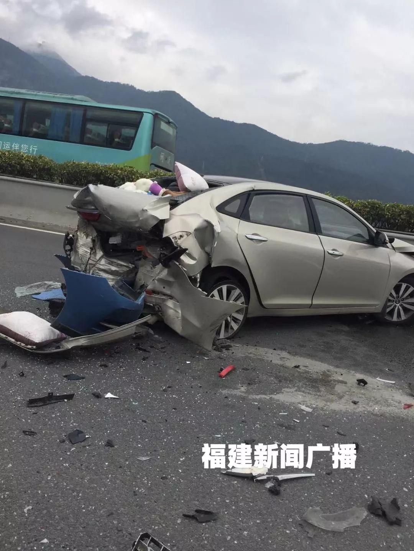 """突发!福州三环多车""""粉碎性""""追尾!车主一个动作闯下大祸!"""