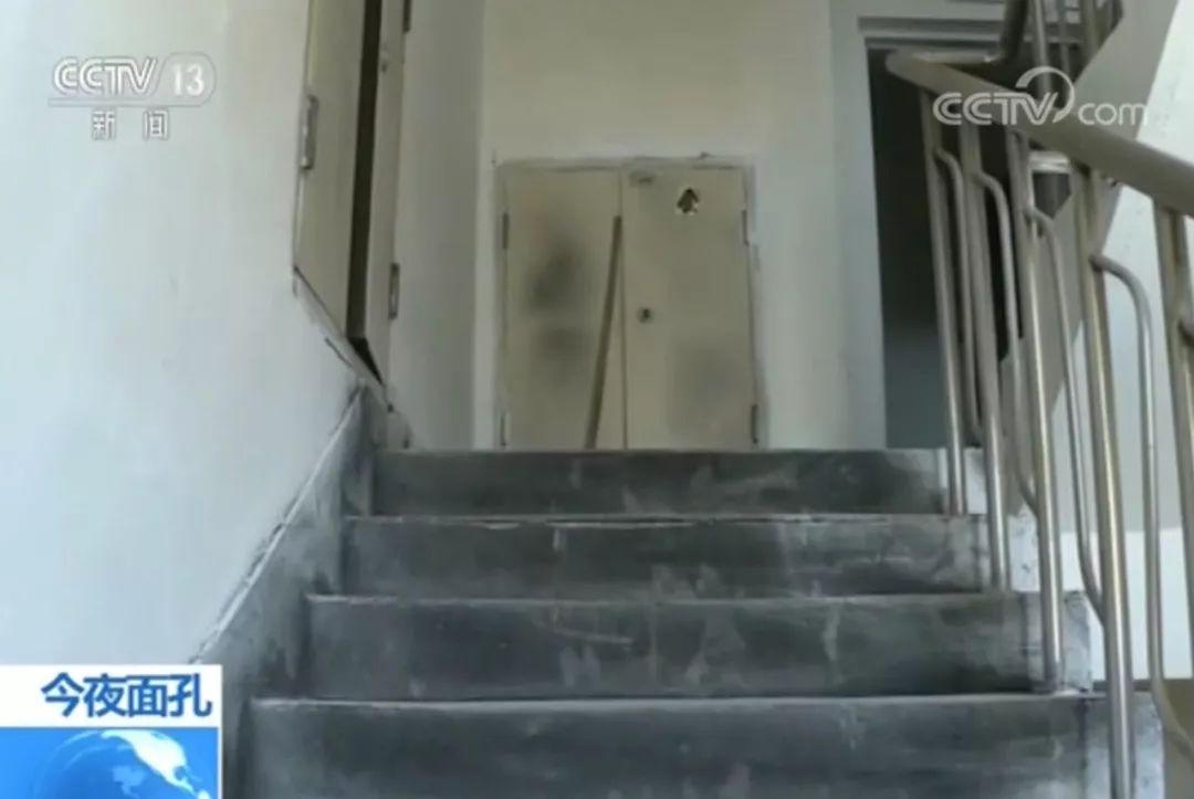 楼内突发火灾,1米6的她从火场中拖出了比自己重60斤的丈夫