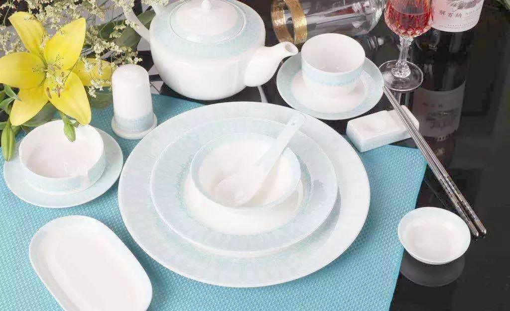外出就餐茶水洗碗烫筷真能消毒杀菌?专家的解释来了